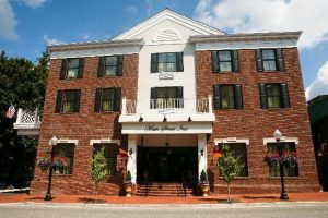 Main Street Inn - Location and Luxury